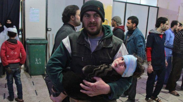 درمانگاه موقتی در دوما، یکی از مناطق زیر بمباران در غوطهشرقی، میزبان مجروحان فراوانی از جمله کودکان خردسال بوده است