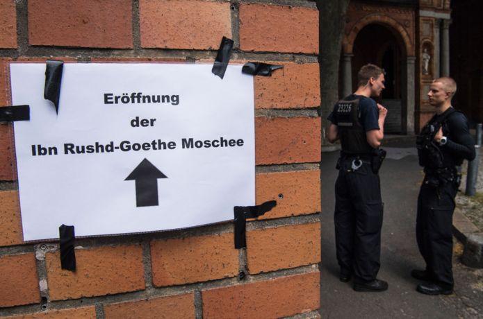 İbn Rushd-Goethe Camii girişi