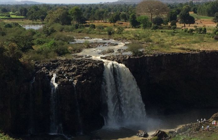 https://ichef-1.bbci.co.uk/news/695/cpsprodpb/A505/production/_100154224_ethio-blue-nile-falls_976.jpg