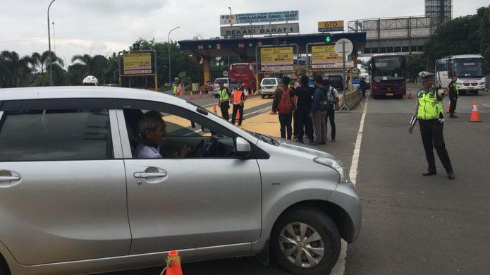 Sebagian masyarakat belum tahu pemberlakuan aturan ganjil dan genap di pintu tol Bekasi