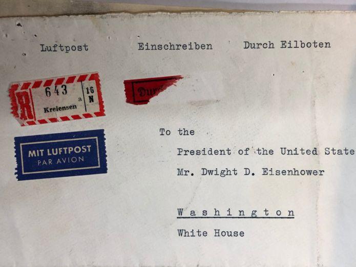 نامه از آلمان به کاخ سفید پست شد. حدود دو ماه طول کشید که به دست مقامات آمریکایی برسد
