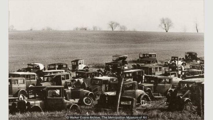 قبرستان ماشینهای جو نماینده یکی از موضوعات مورد علاقه ایوانز است - قبرستان ماشین (آرشیو واکر ایوانز، موزه متروپولیتن نیو یورک)