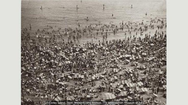 عکسهای ایوانز در اواخر دهه ۱۹۲۰ مسحور مناظر و معماری نیو یورک بود (آرشیو واکر ایوانز، موزه متروپولیتن نیو یورک)