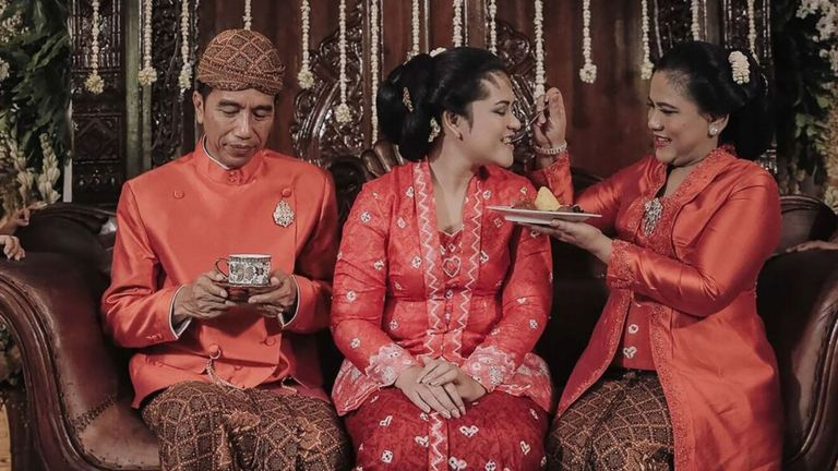 The evening before the wedding, the president's family took their daughter through a string of several Javanese traditions. Image: AFP