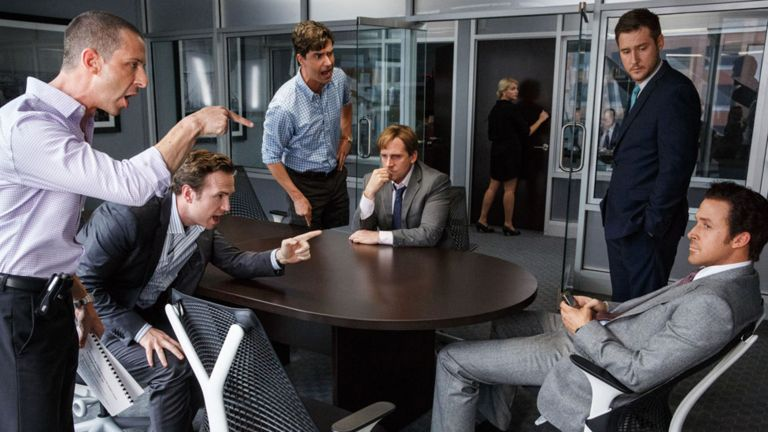 Jeremy Strong, Rafe Spall, Hamish Linklater, Steve Carell, Jeffry Griffin ve Ryan Gosling'in The Big Short filminde