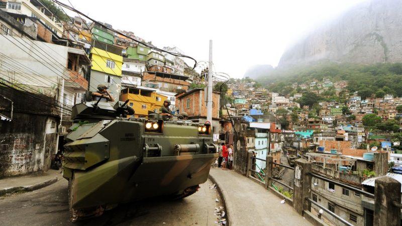 Militarización de una favela en Brasil