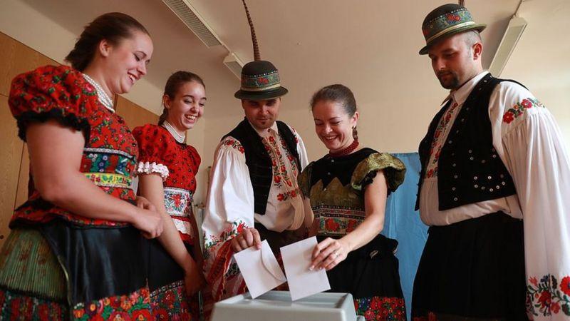 Votantes en el referendum de 2016.
