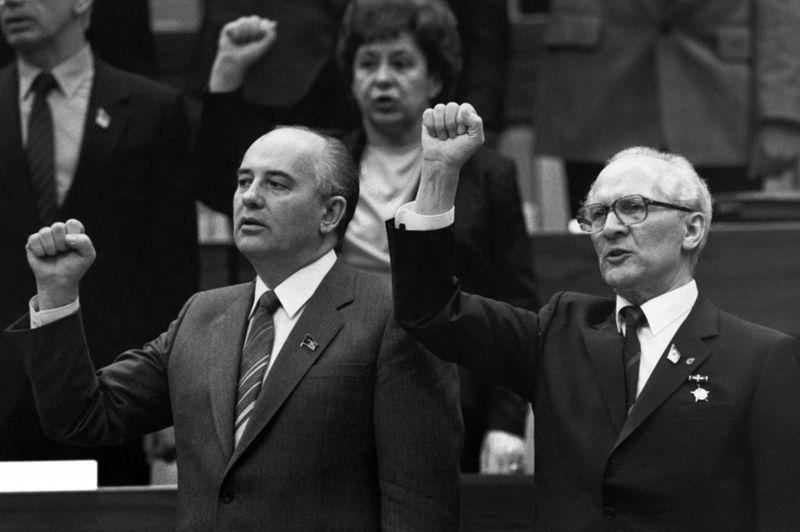 Mikhail Gorbachev ve Doğu Alman lider Erich Honecker 1986'da Uluslararası Şarkıları