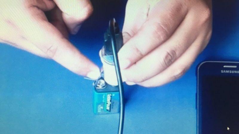 Contacto entre el clip y el adaptador.