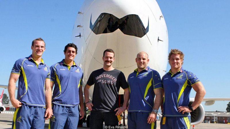 Quỹ Movember Foundation, thành lập năm 2003 ở Úc, hỗ trợ cho sức khỏe của đàn ông trên khắp thế giới