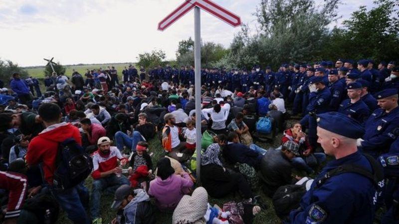 Inmigrantes en la frontera de Hungría con Serbia en 2015.