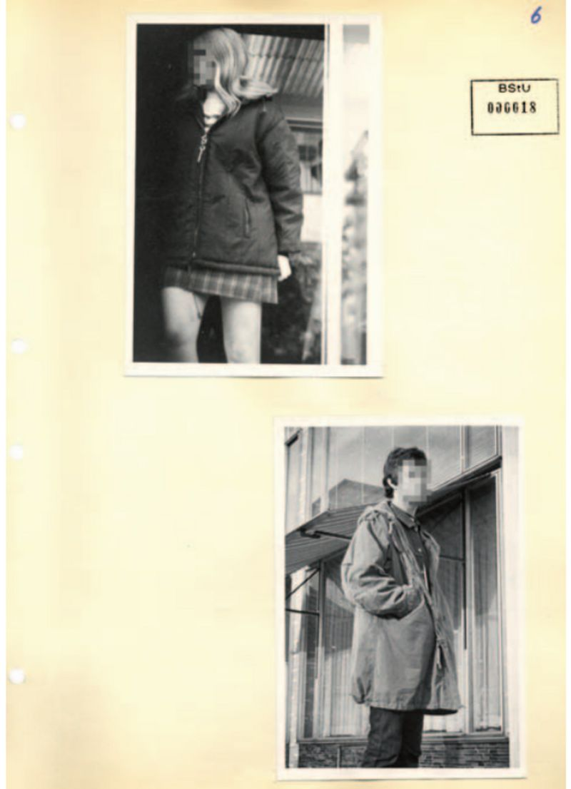 Batılı müziği dinlediğinden şüphelenilen gençler gizlice Stasi (1969) tarafından fotoğraflanmışlar,
