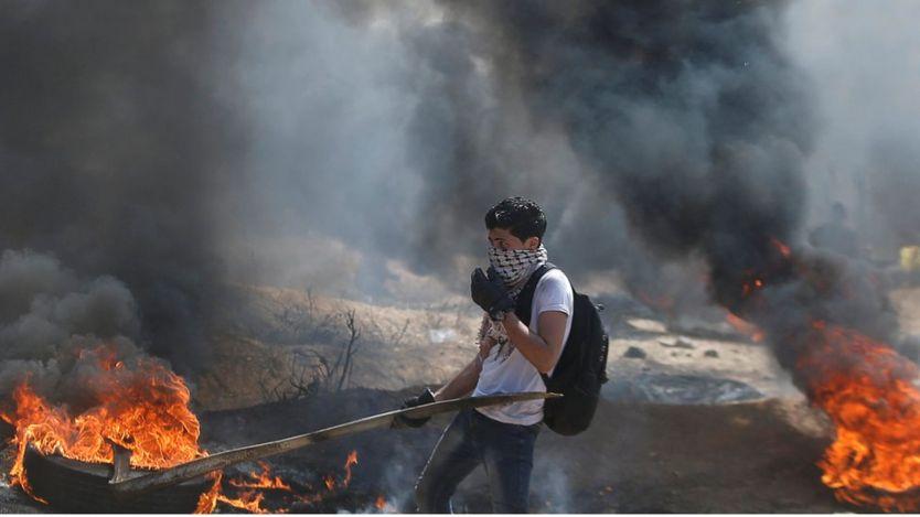 مراهق فلسطيني خلال المظاهرات