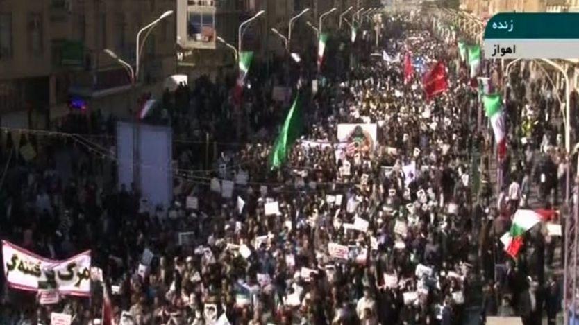 عشرات الآلاف من المتظاهرين خرجوا تأييدا للحكومة