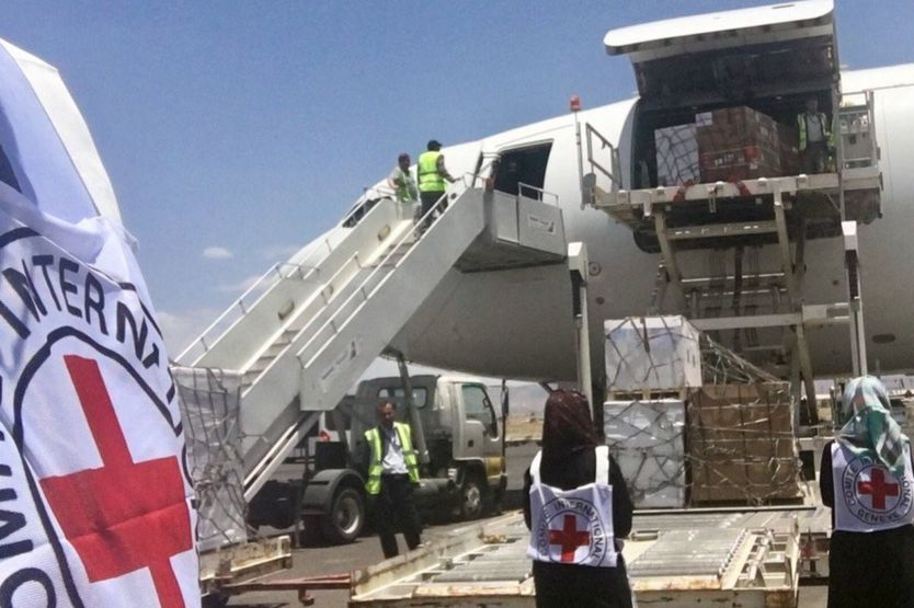 Un avión con suministros médicos enviados por el Comité Irternacional de la Cruz Roja en Saná el 14 de junio de 2017.