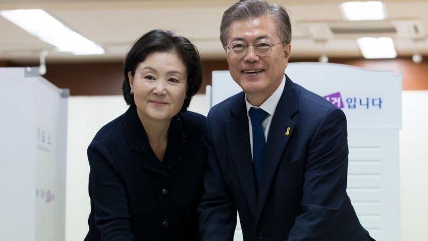 Ông Moon Jae-in và vợ, bà Kim Jung-sook, người có bằng thanh nhạc cổ điển