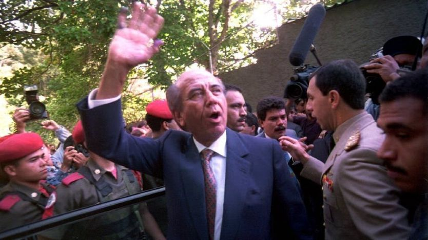 Eski devlet başkanlarından Carlos Andres Perez