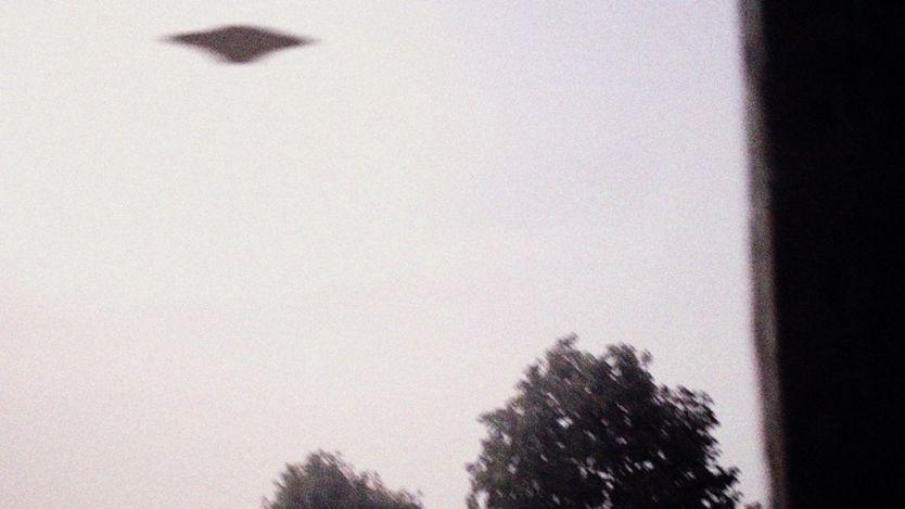 أرشيف صورة غير مؤكدة وبجودة ضعيفة لما يقول البعض إنه طبق طائر
