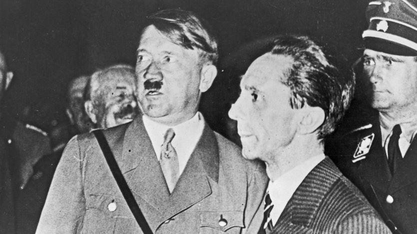 هتلر مع بعض مساعديه