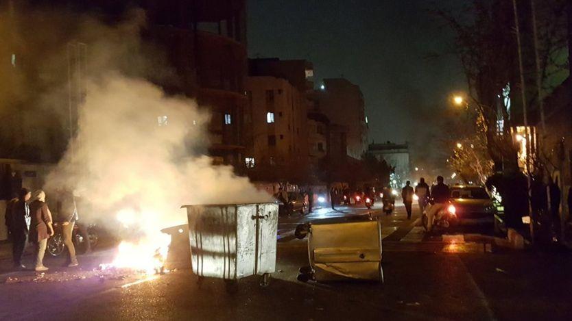 اعتراضات در تهران در طول شب ادامه داشت