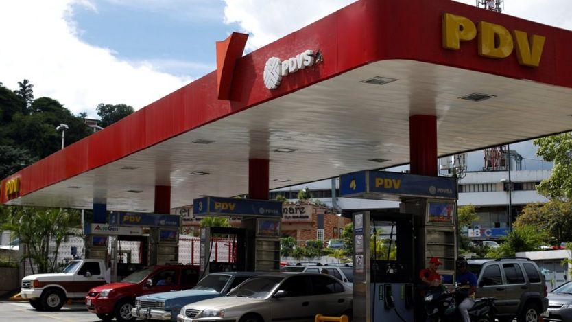 Başkent Caracas'taki PDVSA'ya ait bir benzin istasyonu.