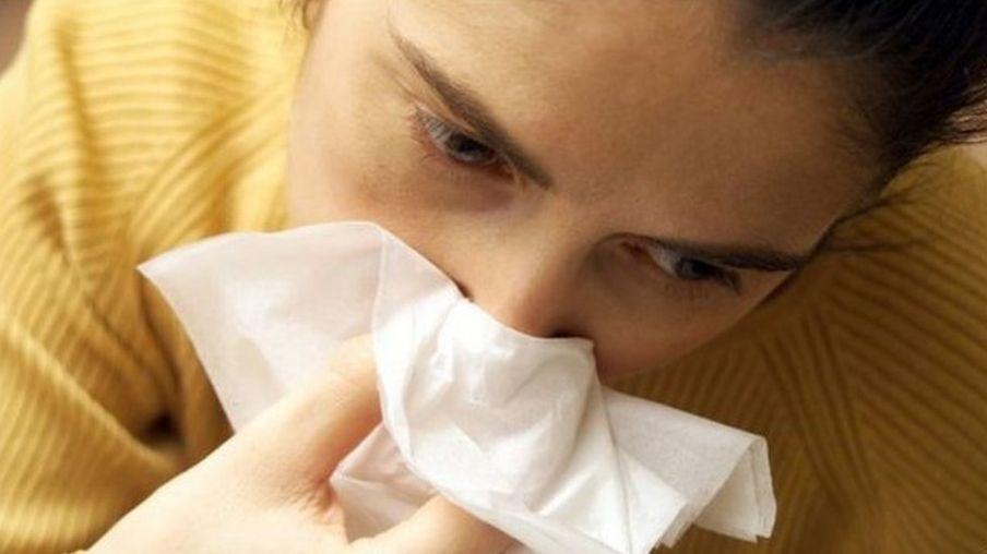 Mulher com resfriado