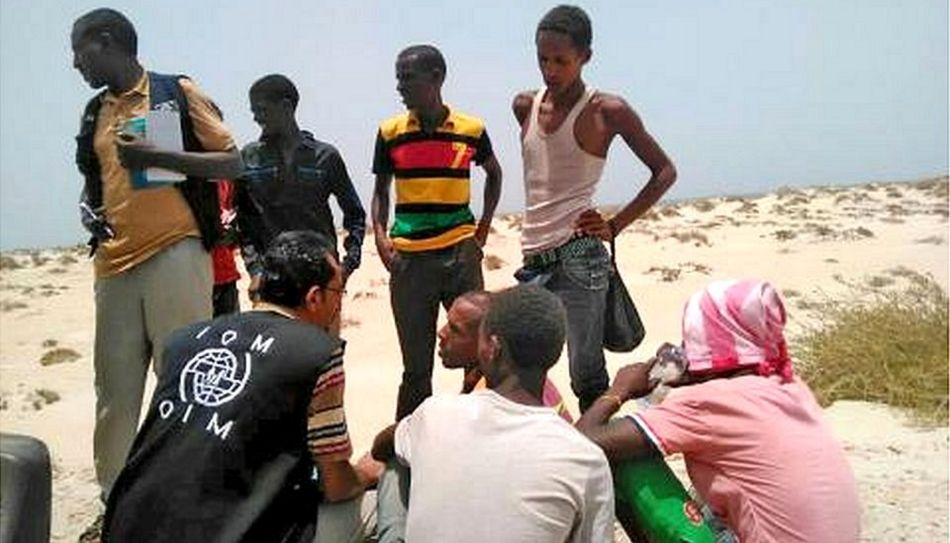 IOM staff members with migrants found on Shabwa beach, Yemen