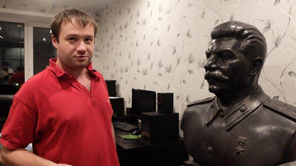 Бюст Сталина в квартире новосибирца Мецлера