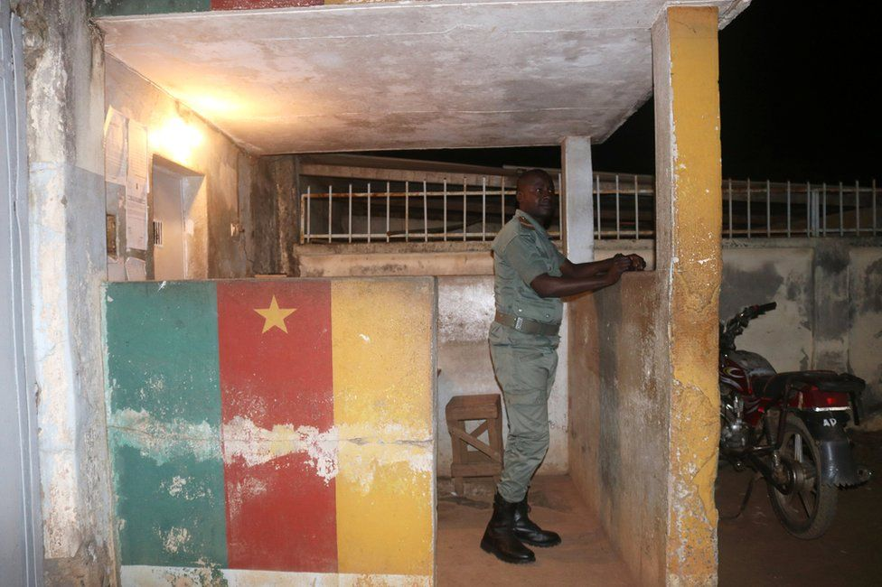 A security forces member stands in guard during the release of Anglophone activists at the prison of Yaounde,Cameroon, September 1, 2017.