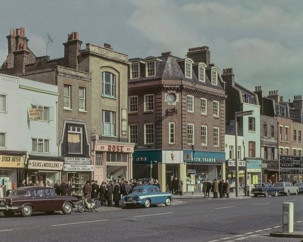 Old photo of Whitechapel Road