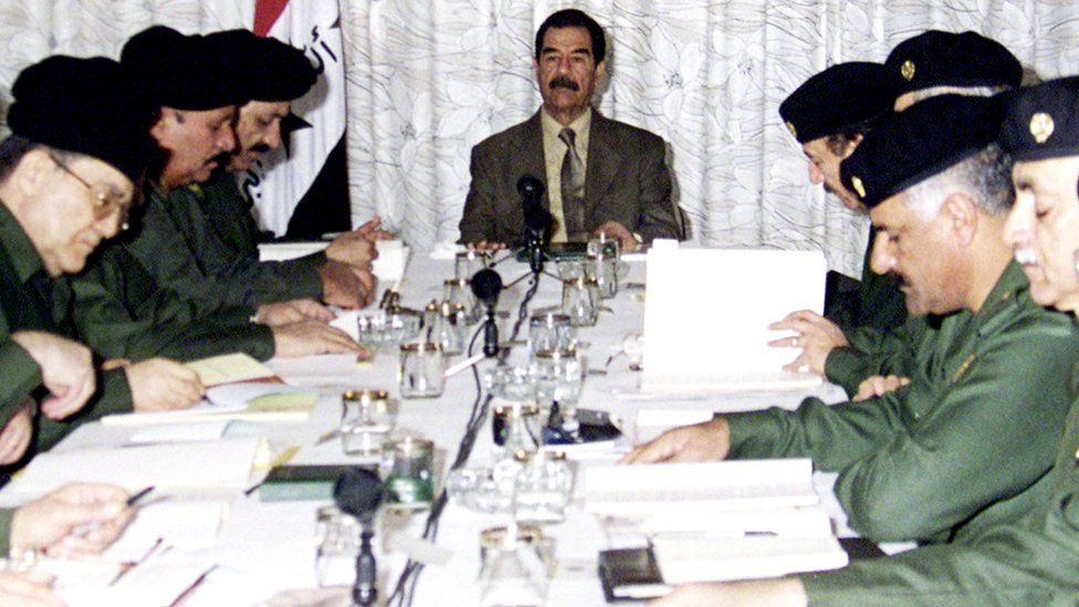 Saddam Hussein chairs cabinet meeting (January 2001)
