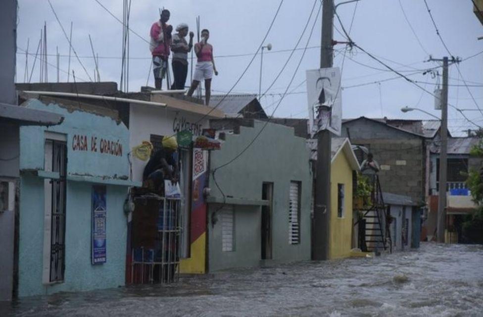 Her ne kadar Dominik Cumhuriyeti Irma Kasırgası'nın merkezine denk gelmese de, aşırı yağış nedeniyle sel felaketi yaşandı.