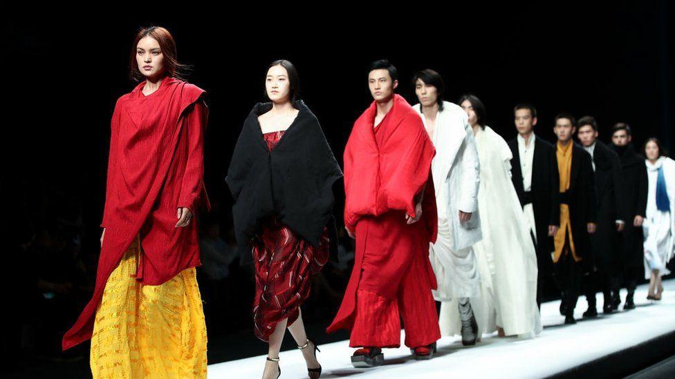 китайские модели на подиуме