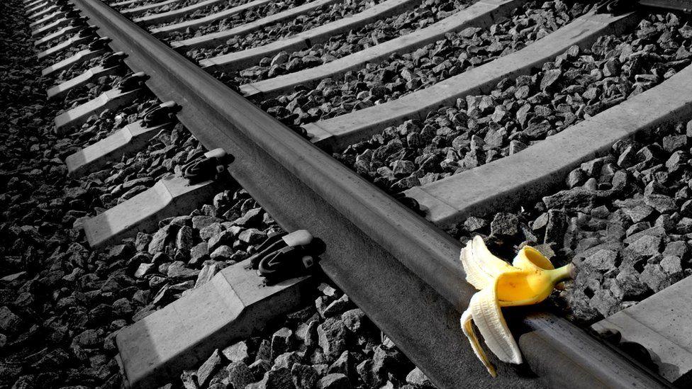 Чтобы развалить работу всего офиса, необязательно пускать поезда под откос