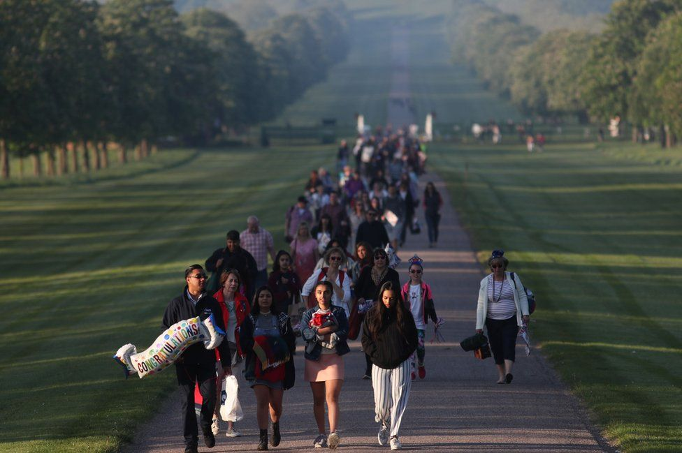 Well-wishers arrive on the Long Walk leading to Windsor Castle ahead of the wedding and carriage procession of Britain's Prince Harry and Meghan Markle in Windsor, on May 19, 2018