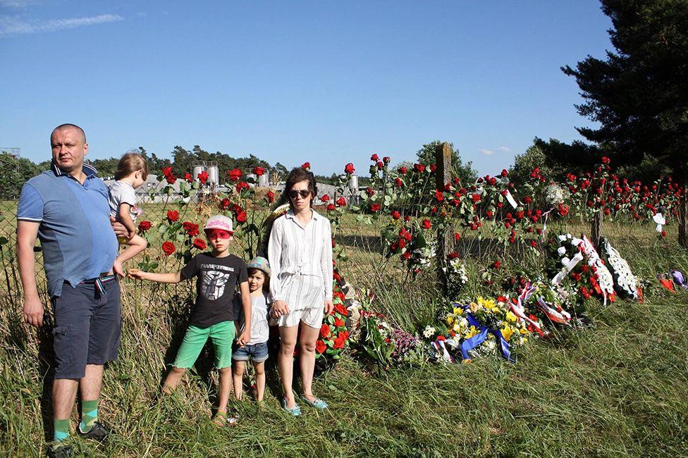 """""""Война"""" на месте бывшего концлагеря для цыган. Июнь 2017 года, Чехия"""