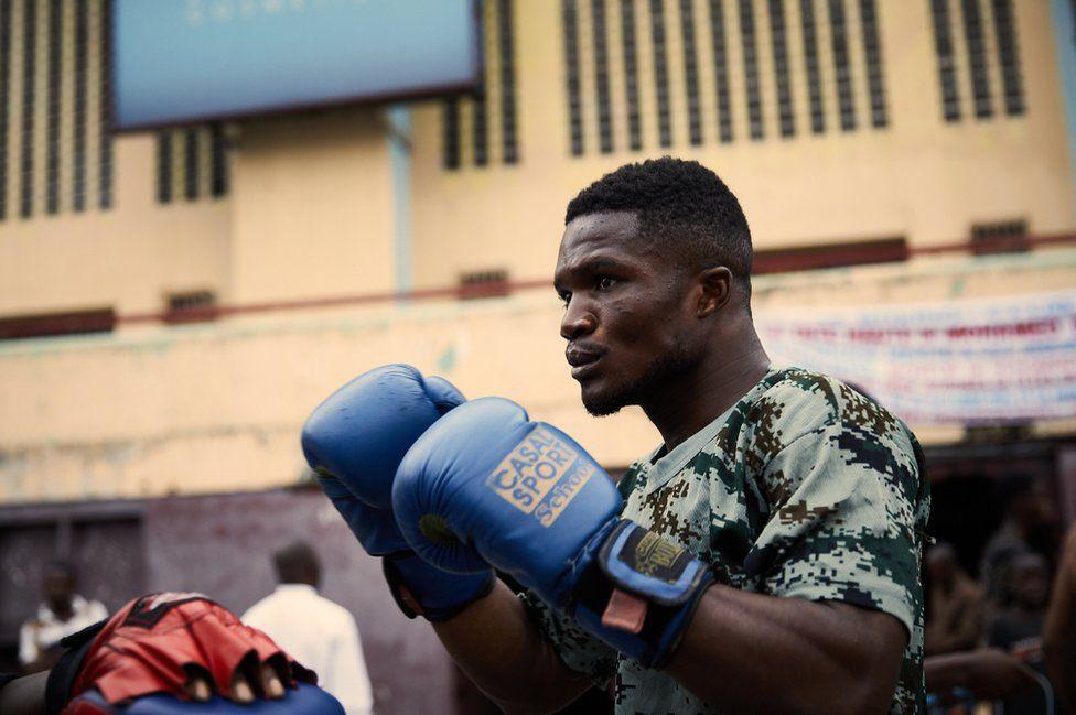 Dina Yamé, a boxer at the memorial club