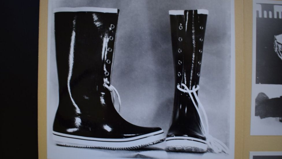 Police photo of boots similar to the pair found near the Isdal Woman's body