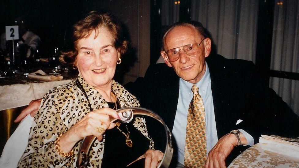 Photo of Gita and Lale Sokolov before Gita's death in 2003