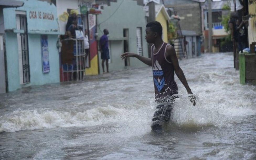 Dominik Cumhuriyeti'nde birçok yerleşim yerine erişim sağlanamıyor.