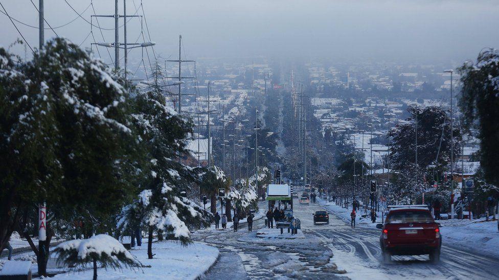 Las fotos de la inusual nevada en santiago de chile que for Papeles murales en santiago de chile