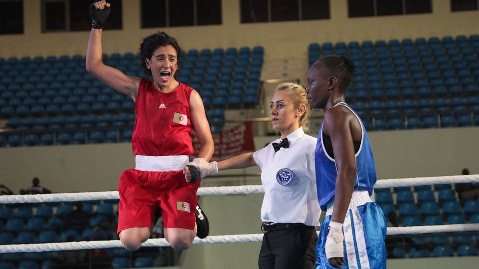 Algeria's Ouidad Sfouh (L) celebrates after winning against Central African Republic's Nadege Marline Niambongui (R) during the African boxing championships on 24 June