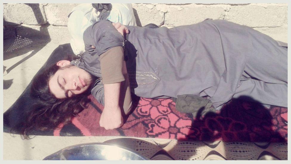 Foto de hombre durmiendo