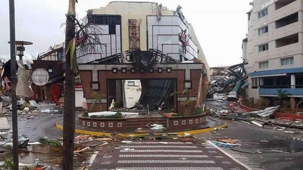 St Martin Adası'ndaki en dayanıklı binalar dahi büyük hasar gördü ve adanın havalimanı kullanılamaz hale geldi.