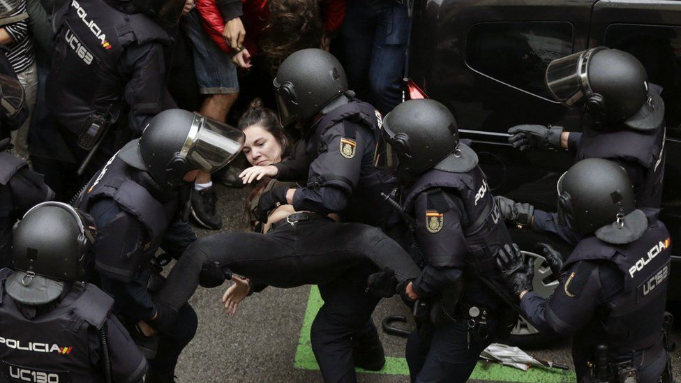 """90% каталонцев пришедших на референдум сказали """"Да""""."""