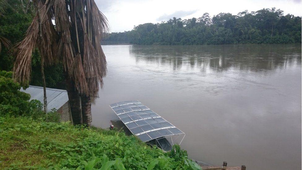 """d88160f109ff7 A canoa foi batizada de Tapiatpia, em homenagem a um peixe-elétrico  lendário da região. Para Utne, """"a ideia fundamental é que se possa servir  como exemplo ..."""