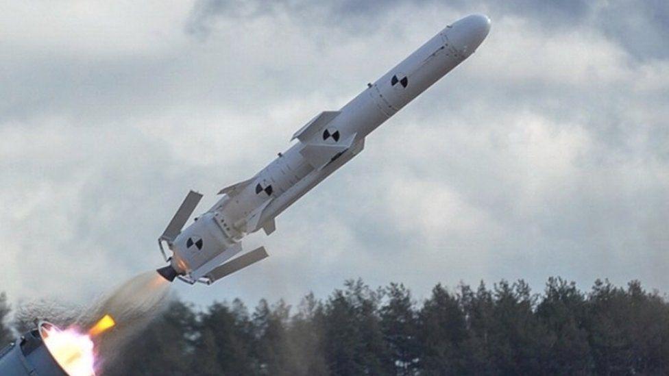 Українська крилата ракета увібрала в себе багато чого від радянських розробок. Наприклад частина корпусу - від знятих з озброєння ракет С-200