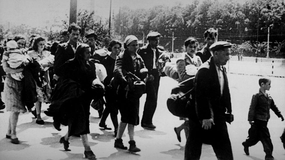 Еврейские семьи Чехословакии идут к зонам Австрии под контролем США, 1946 год