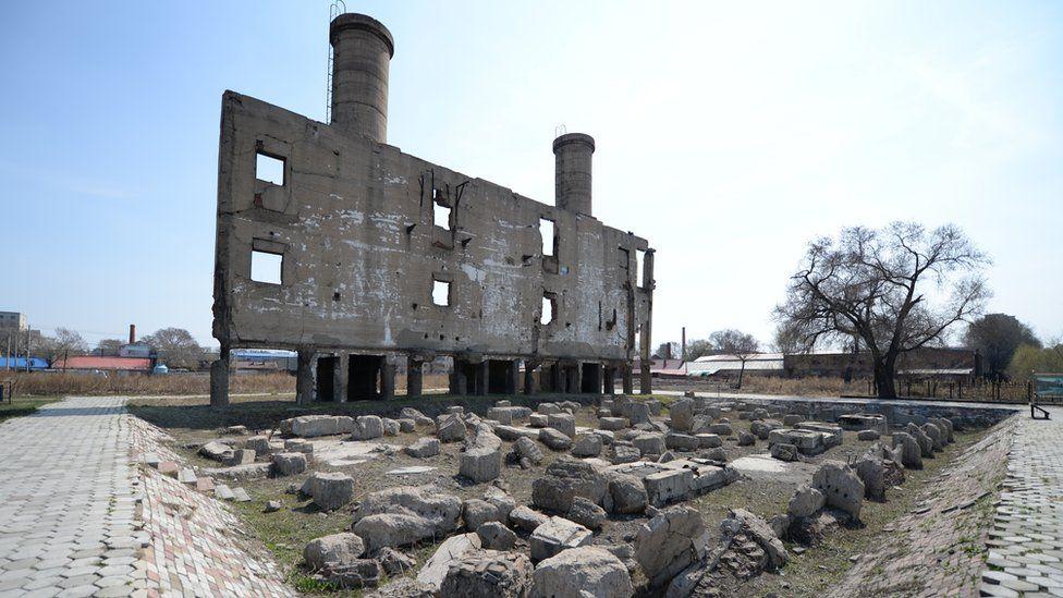 Ruinas de uno de los edificios de la Unidad 731 en la ciudad de Harbin, en el norte de China.