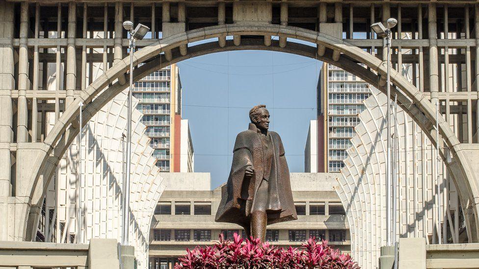 Estatua de Bolívar al otro lado del Centro